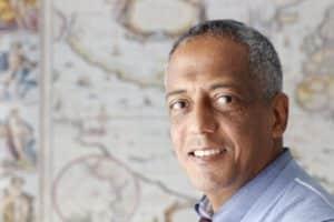 Daniel Tesfamikael, propriétaire de Pantarei Chauffeur Service, chauffeur professionnel multilingue